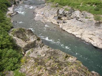 近くの川.png