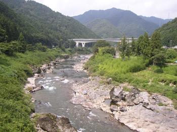 近くの川2.png
